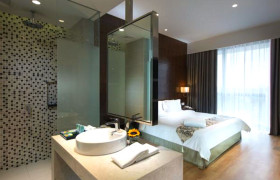 D MAJESTIC SUITES AND RESIDENCE bathroom in suite lighting
